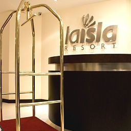 Hall La Isla Resort