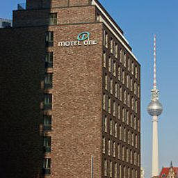 Фасад Motel One Spittelmarkt