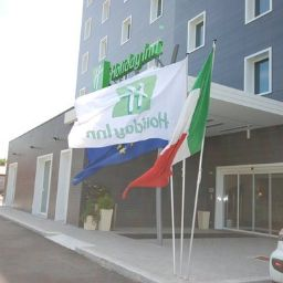 Фасад Holiday Inn MILAN NORD - ZARA
