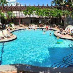 Pool Pelican Executive Suites