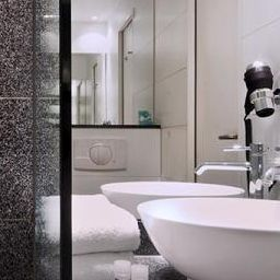 Bathroom Motel One