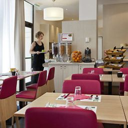 Breakfast room within restaurant ibis Styles Marseille Ti