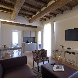 Suite Trevi Palace Luxury Apartments