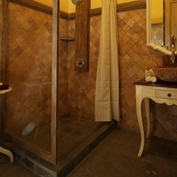 Bathroom Kayu Arum Resort