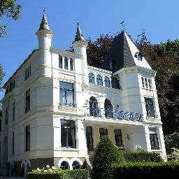 Chateau les Tourelles Bed & Breakfast Spa