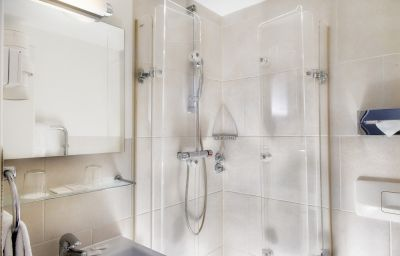 Wyndham_Garden_ex_Grand_City_Berlin-Hamburg-Bathroom-1-414.jpg