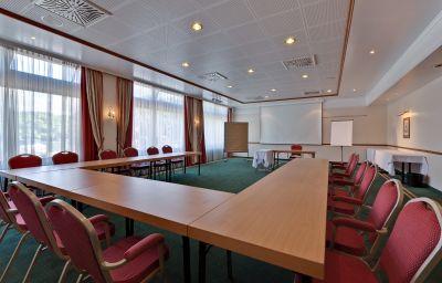 Arcadia_Sonnenhof-Grafenau-Conference_room-1-878.jpg