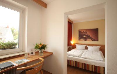 Novostar-Kassel-Double_room_standard-4-1019.jpg