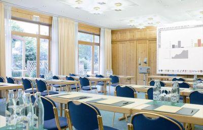 Bauer_an_der_neuen_Messe_Muenchen-Feldkirchen-Conference_room-2-1022.jpg