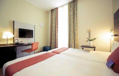 Mercure_Napoli_Centro_Angioino-Naples-Room-7-1105.jpg
