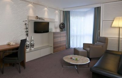 Crowne_Plaza_HANNOVER-Hanover-Suite-29-1786.jpg