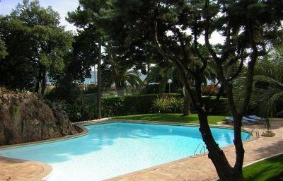Holiday_Inn_CANNES-Cannes-Pool-1-1813.jpg