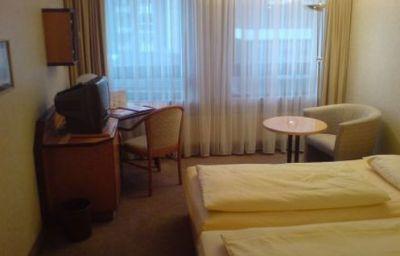 Senator-Hamburg-Room-6-2620.jpg