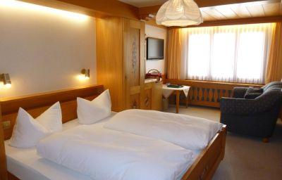 Roessle_Schwarzwald_Gasthof-Todtmoos-Double_room_standard-4-3984.jpg