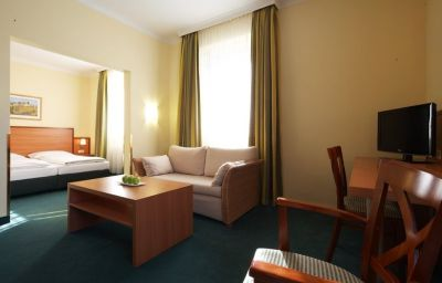 InterCityHotel-Munich-Suite-4053.jpg
