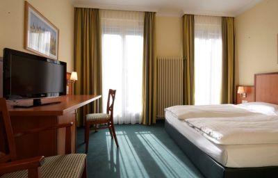 InterCityHotel-Munich-Double_room_standard-1-4053.jpg
