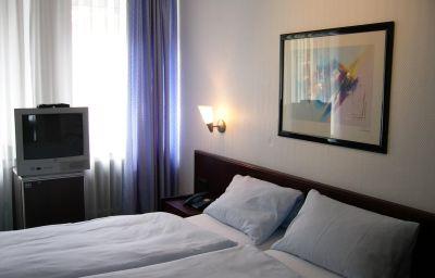 Berliner_Hof_Garni-Dusseldorf-Room-2-5623.jpg