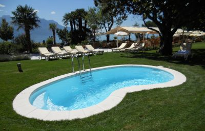 Eden_Palace_au_Lac-Montreux-Pool-2-8383.jpg