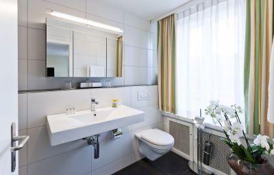 Amaris-Olten-Bathroom-2-9528.jpg