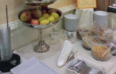 Petit-déjeuner buffet Ambassador Palace