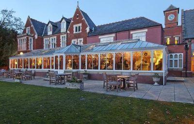 Hilton_St_Annes_Manor_Bracknell-Wokingham-Exterior_view-5-10432.jpg