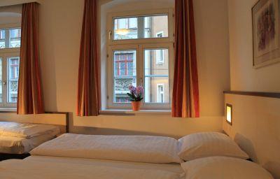 Goldene_Krone-Innsbruck-Triple_room-4-10960.jpg