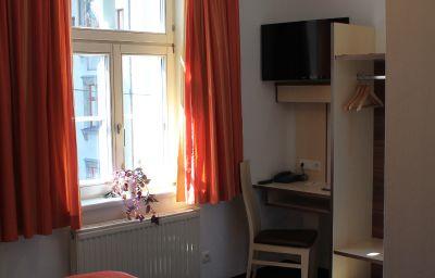 Goldene_Krone-Innsbruck-Doppelzimmer_Standard-9-10960.jpg