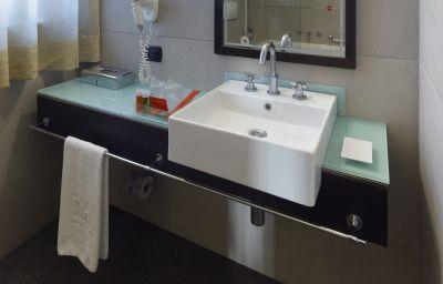 NH_Bellini-Catania-Bathroom-1-11758.jpg