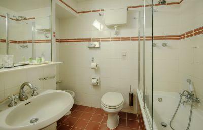 Bathroom NH Catania Centro