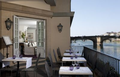 Bar de l'hôtel Lungarno