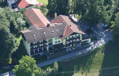 Zur_Schoenen_Aussicht-UEbersee-Exterior_view-3-15679.jpg