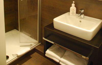 Bathroom Banter Hof