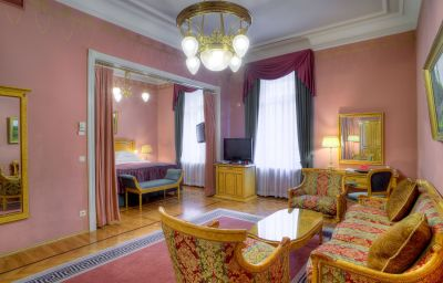 National_Luxury_Collection-Moscow-Junior_suite-2-17297.jpg