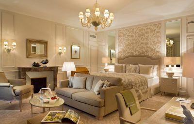 Beau-Rivage_Palace-Lausanne-Suite-22-17403.jpg