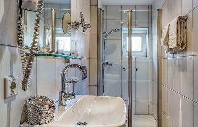Zum_Kranz_Gasthaus-Loerrach-Doppelzimmer_Standard-9-18025.jpg