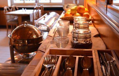 Linde-Sindelfingen-Breakfast_room-8-18544.jpg
