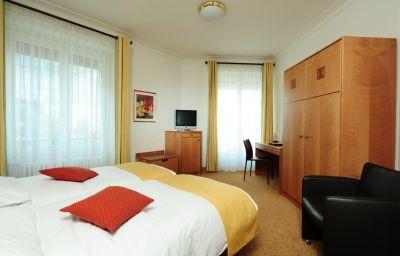 Eden-Geneva-Room-4-18731.jpg