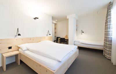 Hauser_Swiss_Quality-Sankt_Moritz-Triple_room-2-18748.jpg