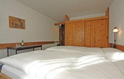 Hauser_Swiss_Quality-Sankt_Moritz-Double_room_standard-2-18748.jpg