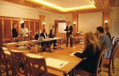 Hirsch-Neu-Ulm-Conference_room-2-18809.jpg