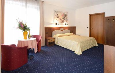 Villa_Delle_Rose-Arco-Double_room_superior-1-19925.jpg