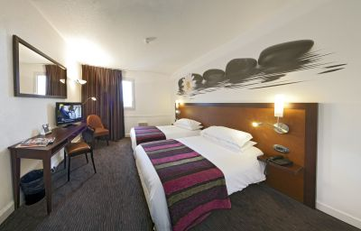 Double room (standard) QUALYS-HOTEL Golf Paris