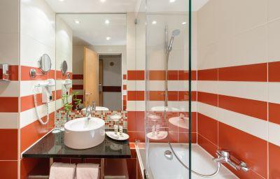 Mercure_Hotel_Muenchen_Schwabing-Munich-Bathroom-1-20286.jpg