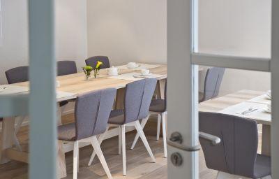 Am_Wasserschloss_Gaestehaus-Inzlingen-Breakfast_room-3-23067.jpg