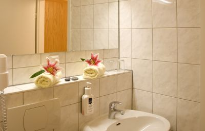 essentis_bio-seminarhotel_an_der_Spree-Berlin-Bathroom-23398.jpg