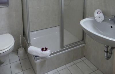 Autobahn-Motel_Siegburg_West-Siegburg-Bathroom-3-23612.jpg