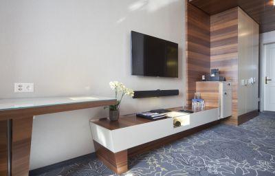 Schweizerhof-Lucerne-Double_room_superior-4-25370.jpg