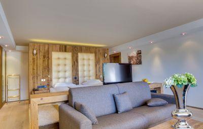 Natur_Hotel_Laerchenhof_Spa-Seefeld_in_Tirol-Suite-3-26210.jpg