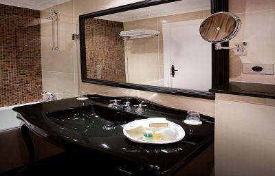 Saint_Germain_des_Pres-Paris-Bathroom-1-27125.jpg