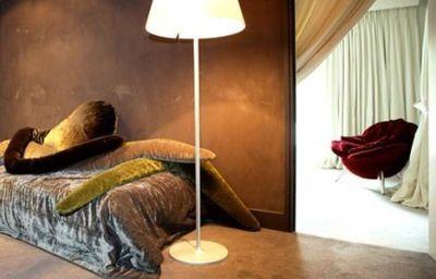 Le_Moulin_de_Mougins_Chateaux_et_Hotels_Collection-Mougins-Room-6-29017.jpg